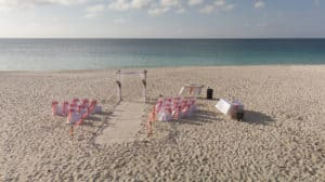 Ceremonie op Eagle beach Aruba