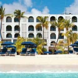Trouwen op Sint Maarten Holland House Beach hotel