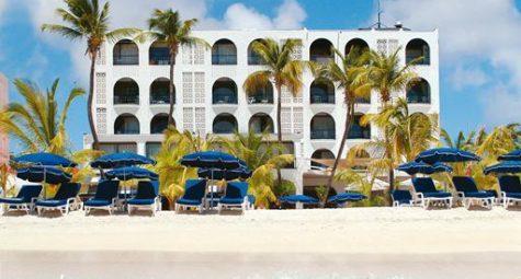 Trouwen op Sint Maarten Holland House Beach hotel