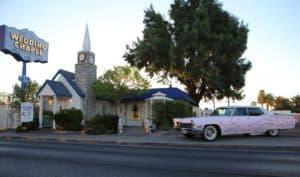 Trouwen Las Vegas Graceland Pink Caddy