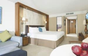 Sonesta Maho Beach Resort King Bed kamer