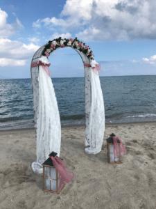 Decoratie trouwen strand Kos
