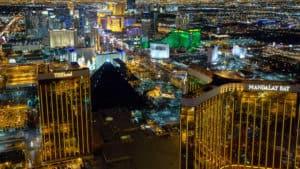 Nachtelijke helikoptervlucht over de Las Vegas Strip